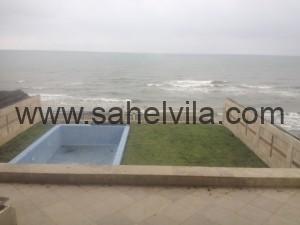 نمای حیاط رو به دریا ویلا ساحلی استخردار نمک آبرود