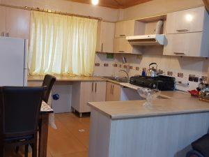 آشپزخانه ویلا جنگلی زیبا در نوشهر